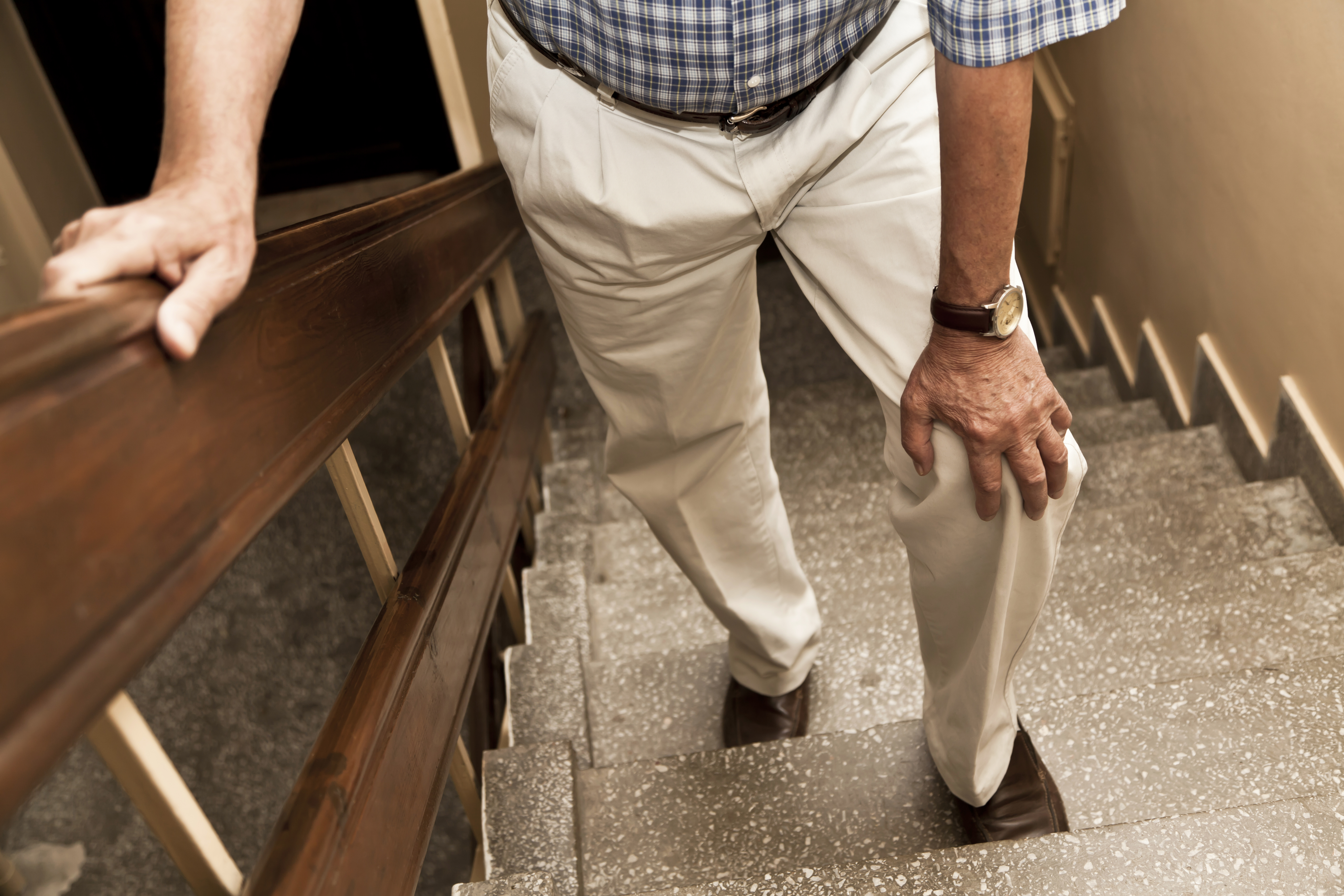 What Causes Knee Pain When Climbing Stairs But Not Walking?