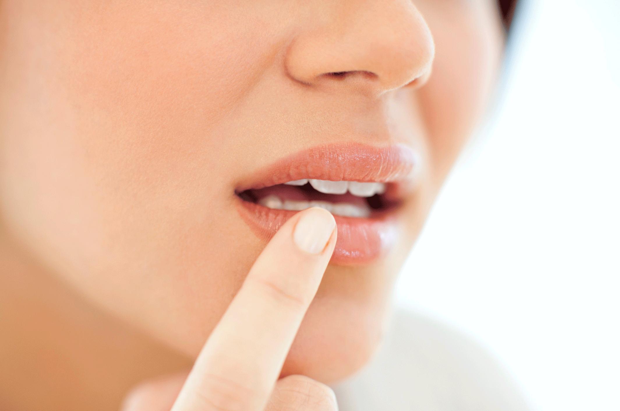 Lips home swollen remedies for Swollen Lips: